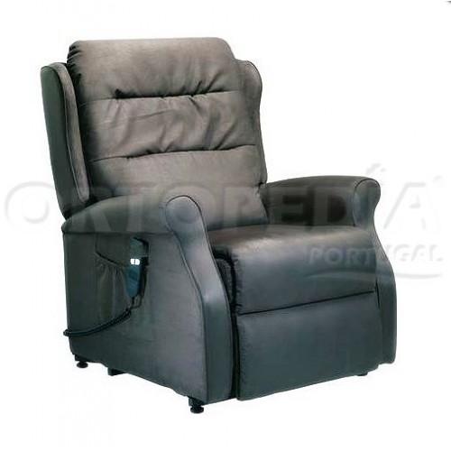 Poltrona geriátrica com reclinação e elevação eléctrica.